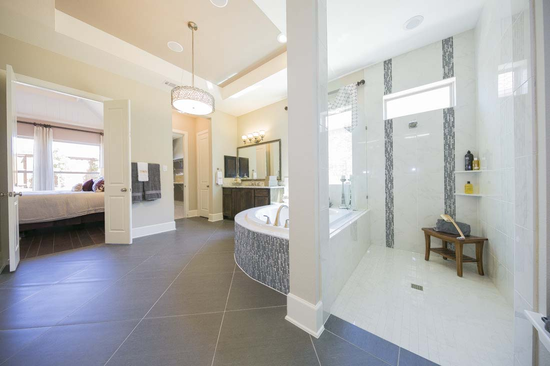 Dallas fort worth builders for Model home bathrooms